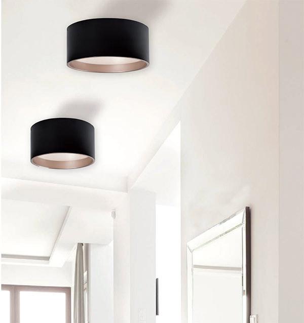 Luminaire encastré moderne MOUSINNI Kuzco fm11414-bk au plafond d'une chambre
