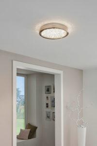Luminaire plafonnier moderne AREZZO Eglo 32046A dans le hall d'entrée  de la maison