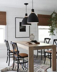 Luminaire suspendu Transitionnel BRYNNE Feiss P1442MB-LED au-dessus d'une table en bois