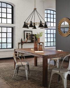 Luminaire suspendu Transitionnel TOWNER Feiss 3141307-848 au-dessus d'une table de cuisine en bois