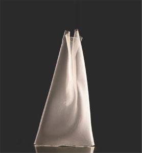 Lampe de plancher MODERNE RINKLE Maxim ET2 E24879-13PC allumé en transparence sur fond noir
