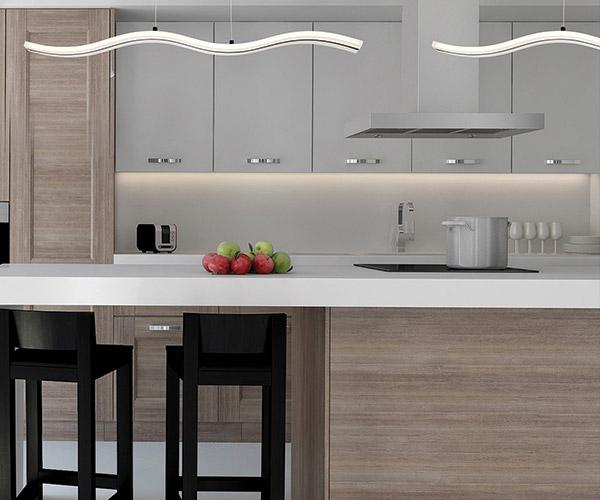Luminaire suspendu HIGH TIDE 31806-015 au-dessus de l'ilot de cuisine
