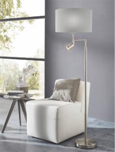 Lampe de plancher/lecture moderne SANTANDER Eglo 202336A dans le salon près du fauteuil devant la fenêtre