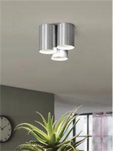 Luminaire plafonnier moderne VISTAL Eglo 94634A dans un salon au-dessus d'un cactus
